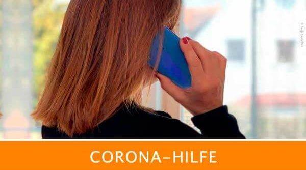 Frau telefoniert, Corona-Hilfe